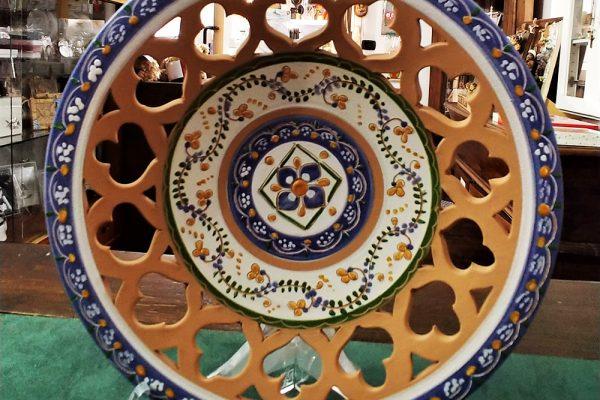 Piatto in ceramica deruta nel negozio da cesano idee regalo torino