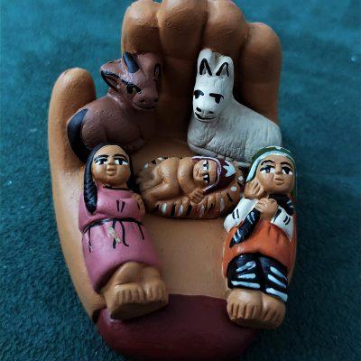 mini presepe decorato a mano