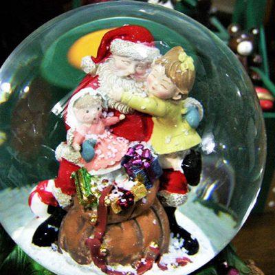carillon di natale palla di neve con diversi soggetti idea regalo natalizia da cesano idee regalo torino