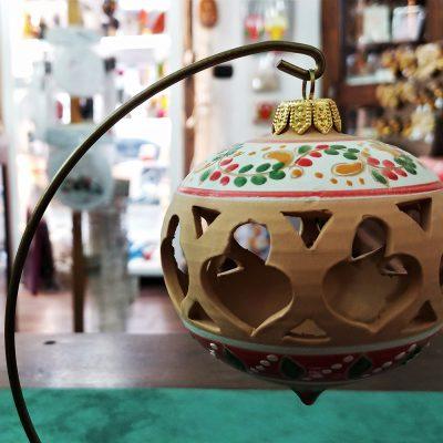 pallina natalizia per albero di natale produzione ceramica deruta